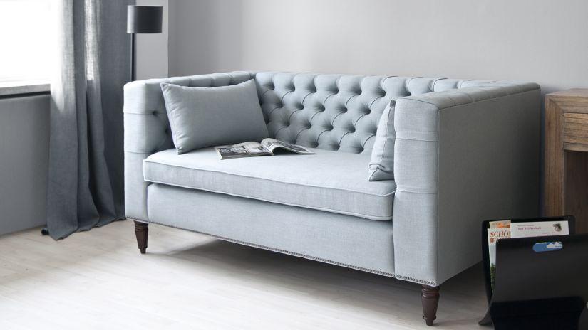 canapé bleu gris capitonné
