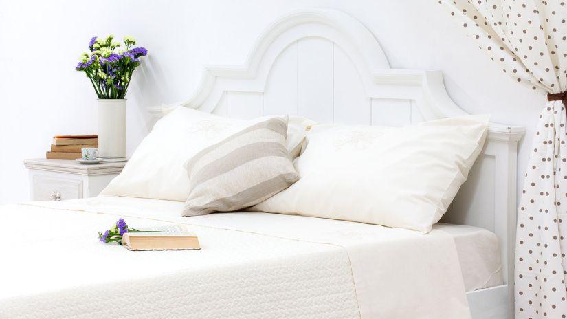 couvre-lit blanc deux places