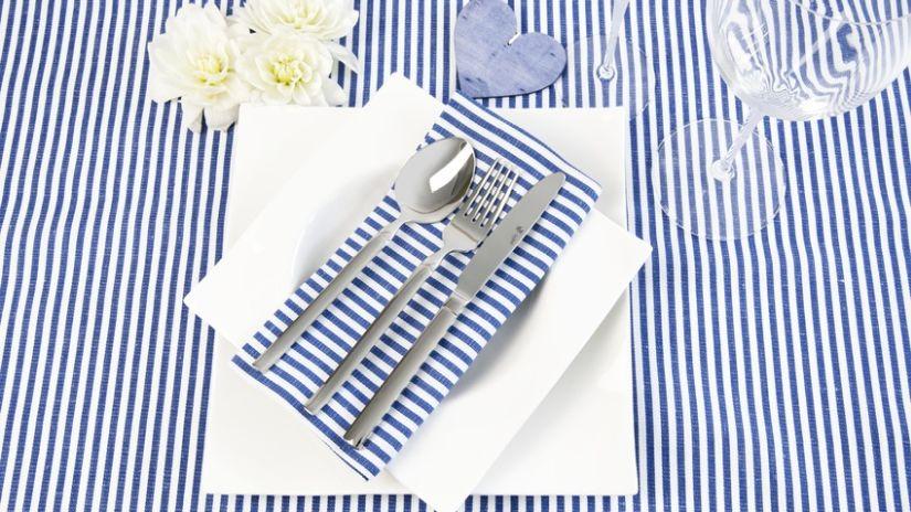 Nappe bleue et blanche rayée