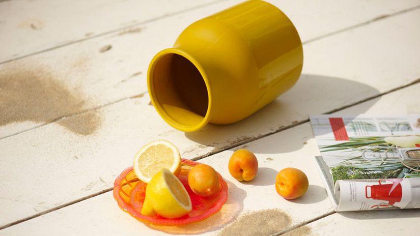 vase jaune, vase jaune design, assiette de fruits, déco estivale