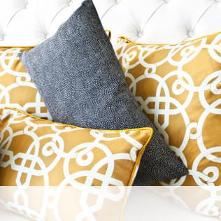 Coussins sur un canapé