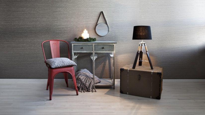 Lampe en bois de couleur noire