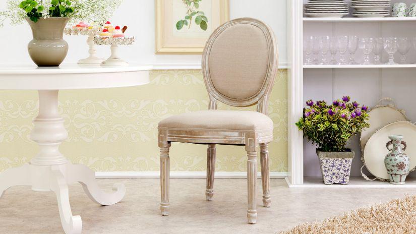 Chaise médaillon beige et bois
