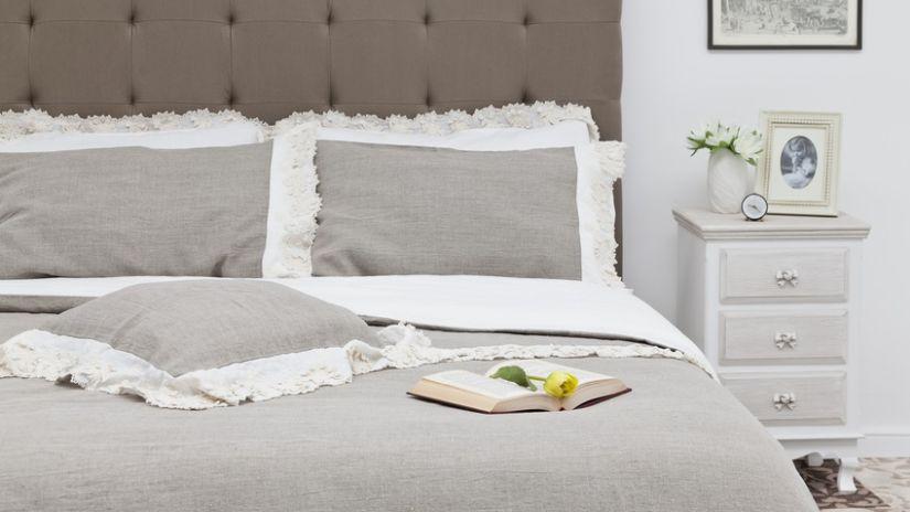 Dessus de lit en lin blanc et gris