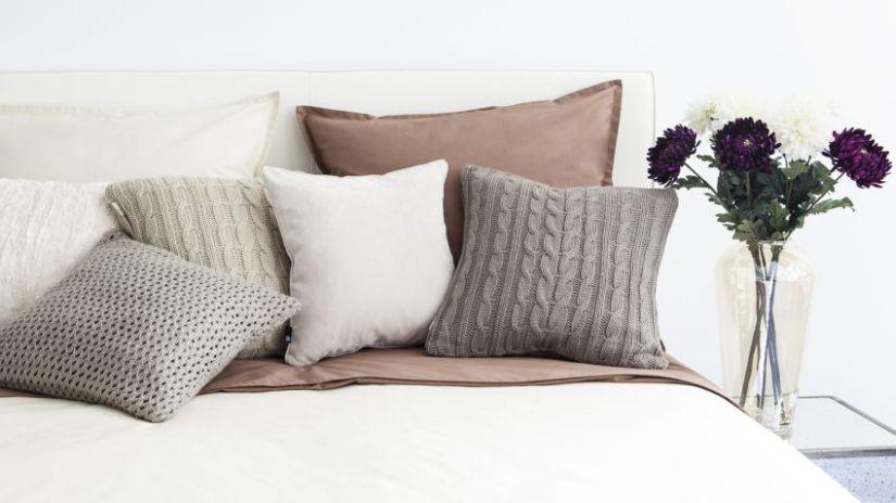 housse de couette blanche pour un joli lit westwing. Black Bedroom Furniture Sets. Home Design Ideas