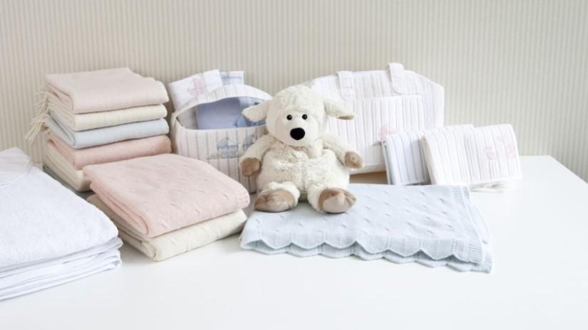 tour de lit rose, linge de lit bébé, parure de lit bébé