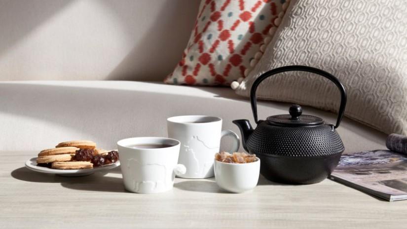 théière en fonte, thé, tasse à thé