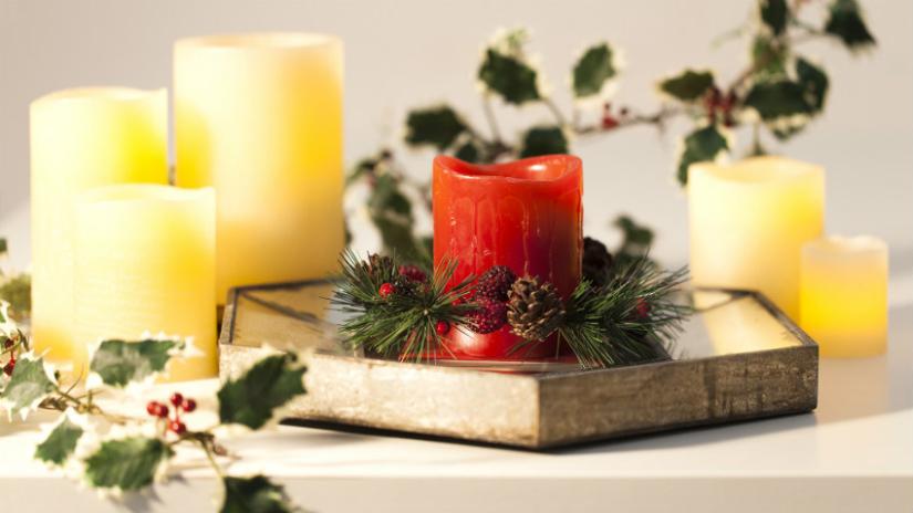 Bougie rouge de Noel et lierre