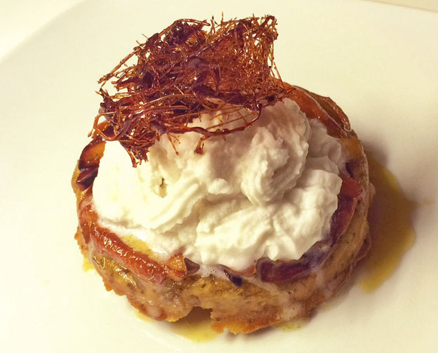 Tarte tatin aux coings recouverte de chantilly