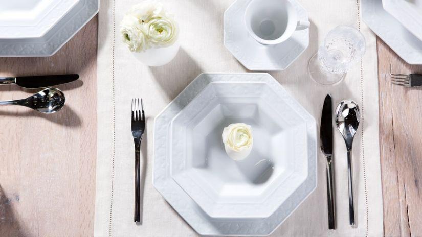 Assiette octogonale blanche