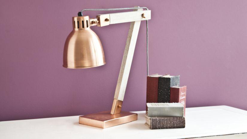 Lampe rétro en métal et en bois