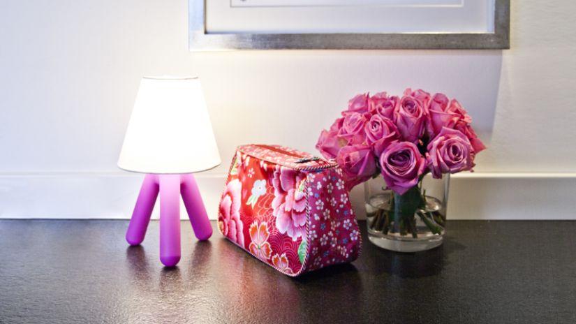 Lampe rose trépied