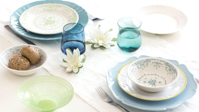 assiettes bleu pâle