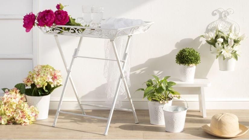 Table en métal blanche