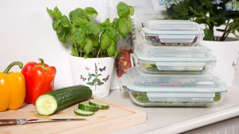 Couteau et planche à découper pour légumes