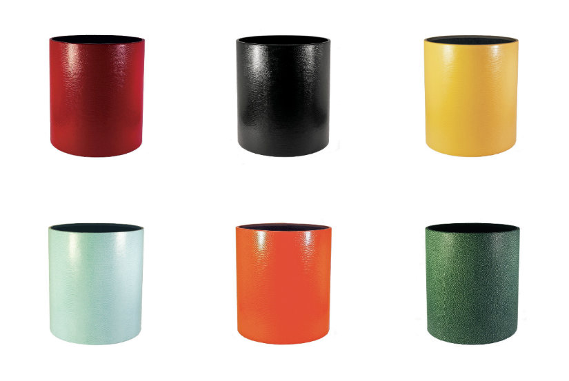 Six corbeilles à papier colorées