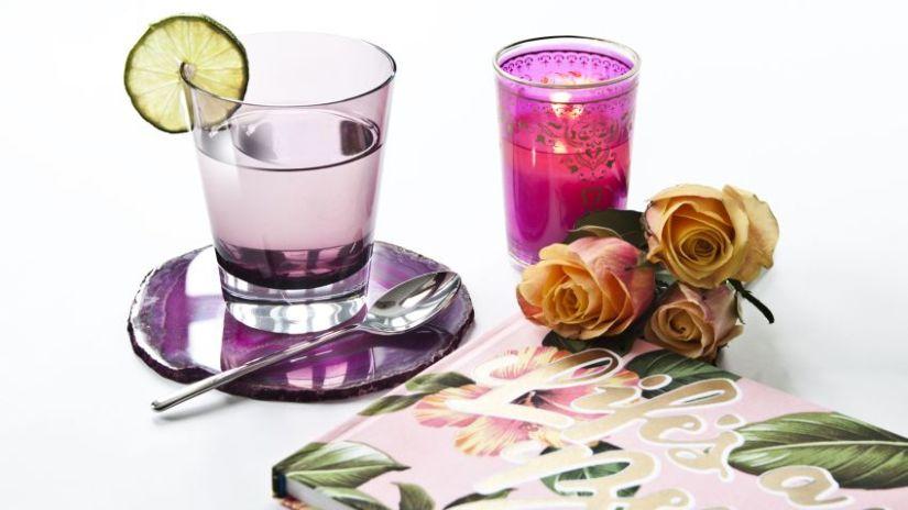 Dessous de verre en verre violet