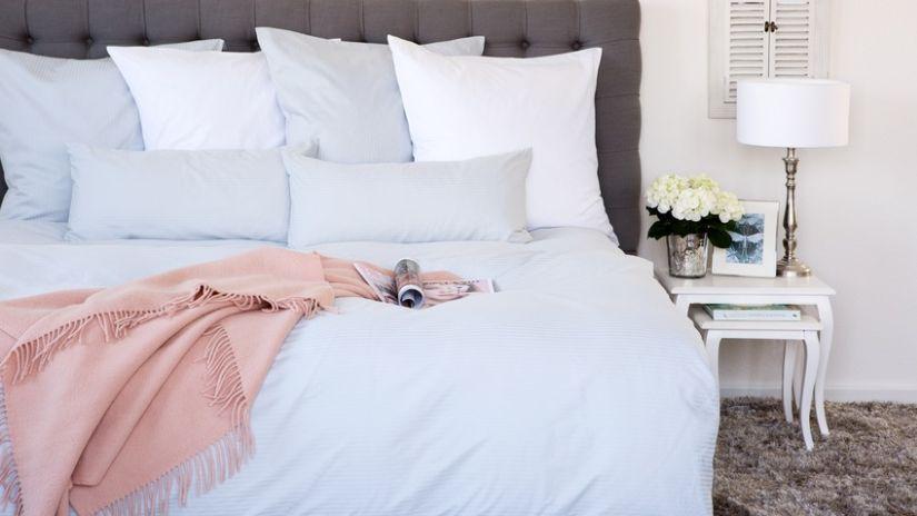 Drap bleu pour le lit