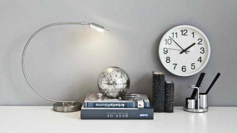 Horloge de bureau de couleur blanche