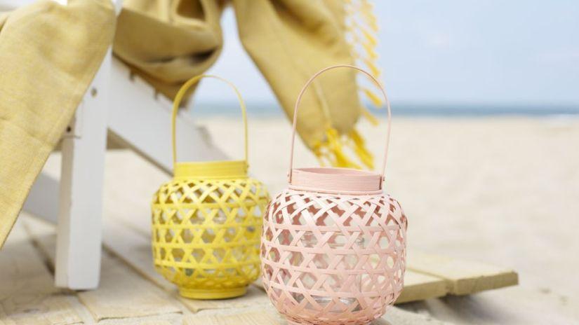 Petite lanterne en bois de couleur