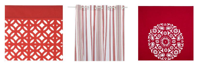 Trois paires de rideaux rouges