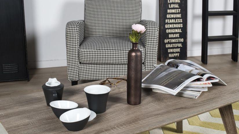 Vase design de couleur noire