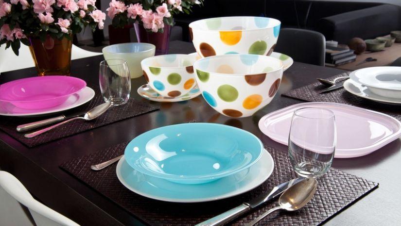 Assiette turquoise creuse en verre