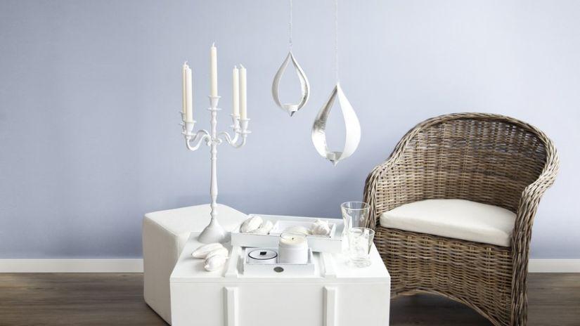 Bougeoir blanc de style baroque