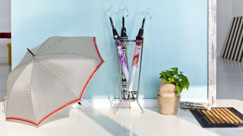 Porte-parapluie design en métal gris