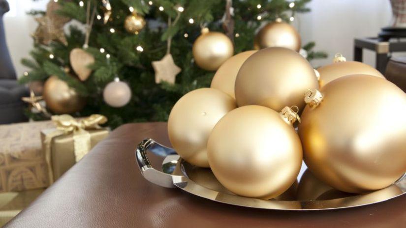 Grosses boules de Noël dorées