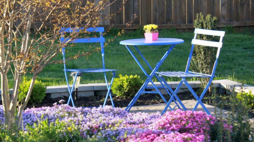 set di sedie e tavolino per esterni