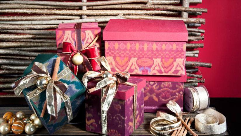 regali di natale fiocchi nastri colorati