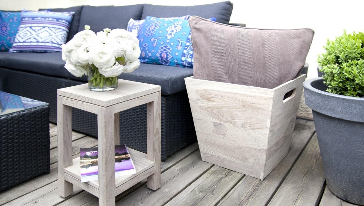 Balconi mobili e decorazioni per un salotto all 39 aria for Arredare balconi piccoli