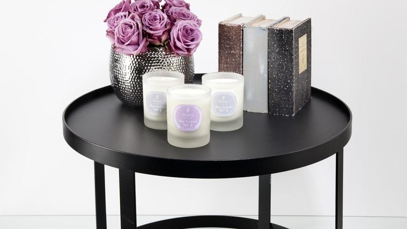 candele profumate vaso con fiori libri