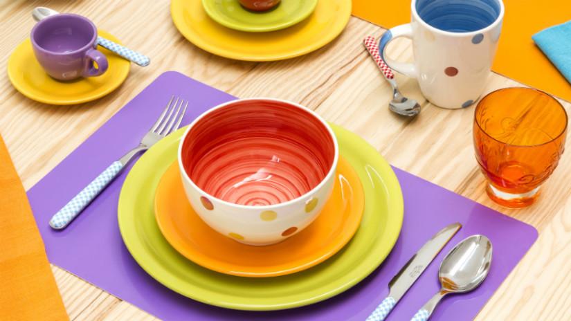 piatti verdi arancioni tovagliette americane