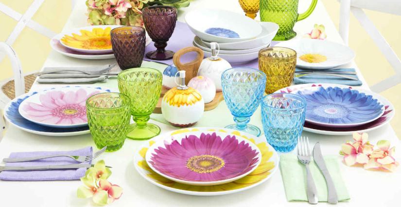 piatti in melamina rosa blu e gialli