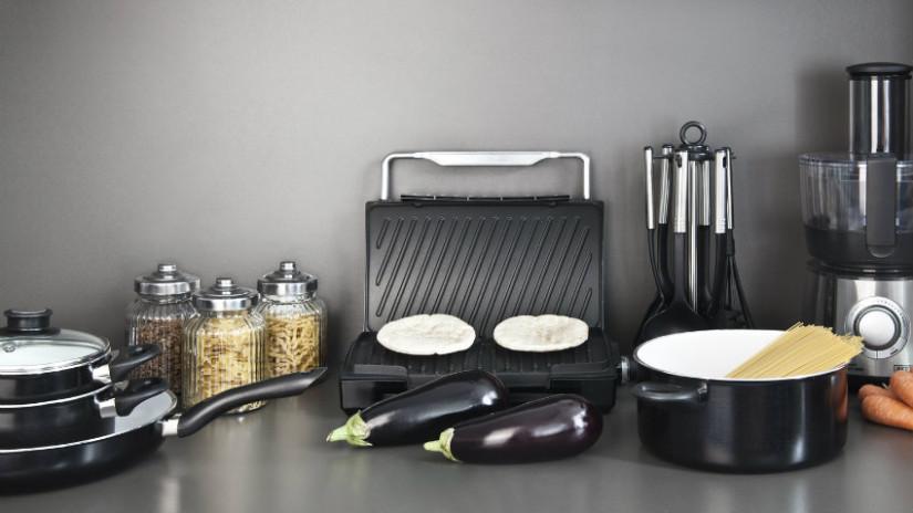 bistecchiera cucina bistecchiera in ghisa barattoli pasta verdure