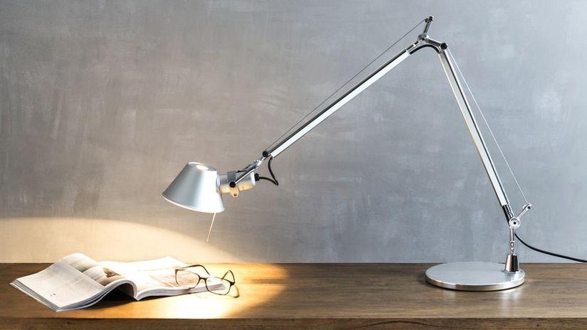 Lampada da scrivania funzione e design dalani e ora for Lampade da tavolo per ufficio