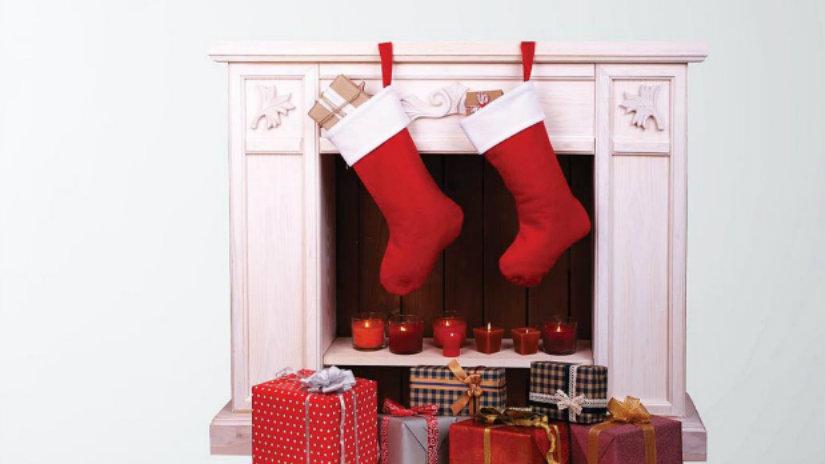 calza della befana camino doni pacchetti regalo