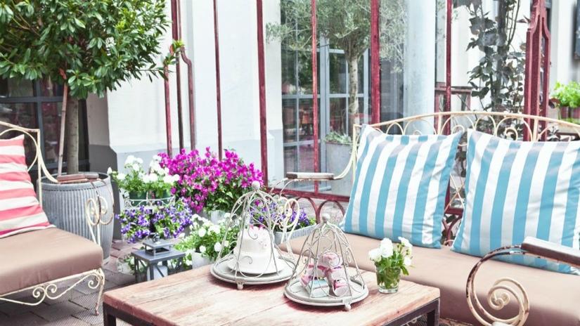 giardino shabby salotto in ferro battuto