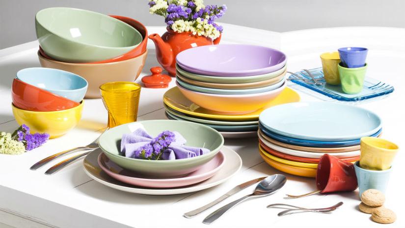 tavola estiva piatti colorati fiori