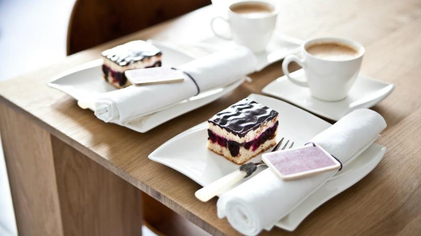 torta a forma di cuore colazione romantica