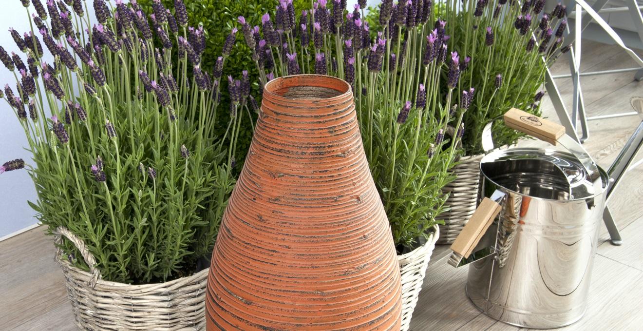 Trendy vasi decorativi per interni cheap vasi in metallo for Vasi grandi per interni