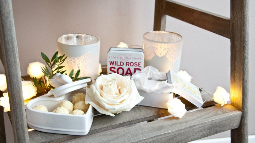 bagno romantico candele rose
