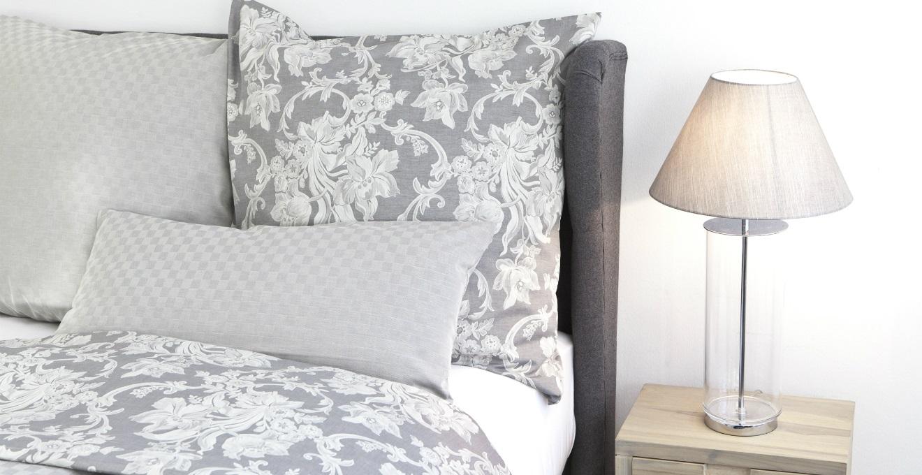 Cuscini a fiori la primavera su tessuto dalani e ora - Federe cuscini divano ...