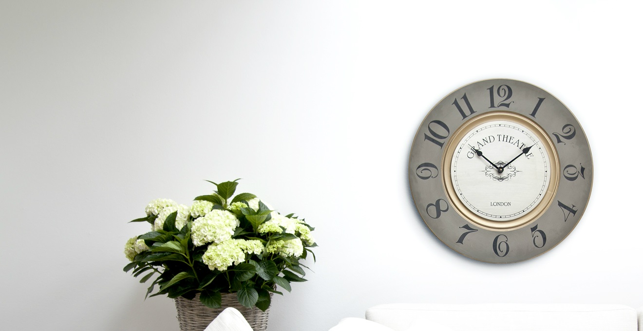 WESTWING | Orologi da parete in vetro: fragili momenti