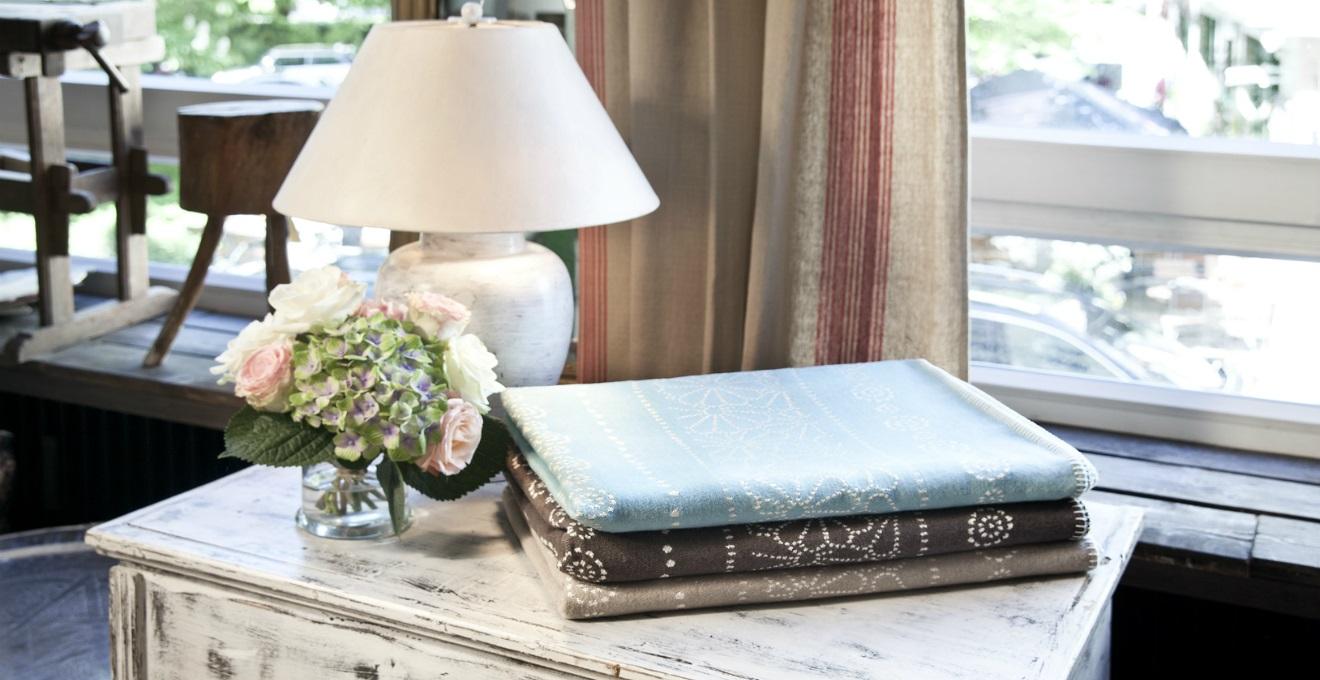 Stile rustico per un ambiente rilassato e familiare for Tende per ambiente rustico