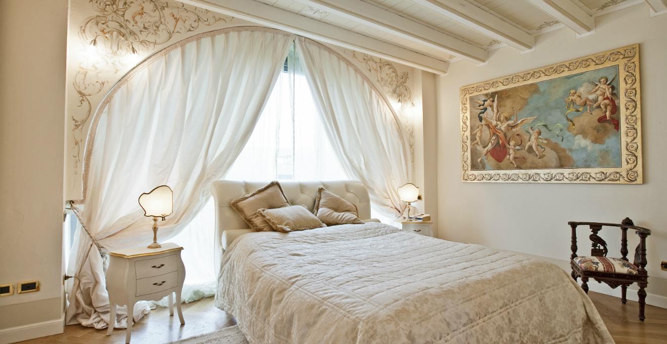 Letto romantico un riposo da fiaba dalani e ora westwing - Camera da letto stile industriale ...