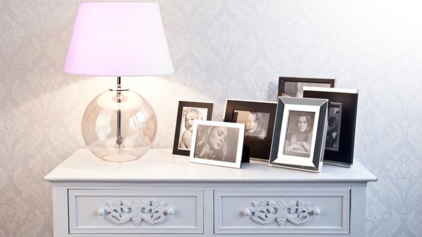 portafoto in vetro consolle in legno