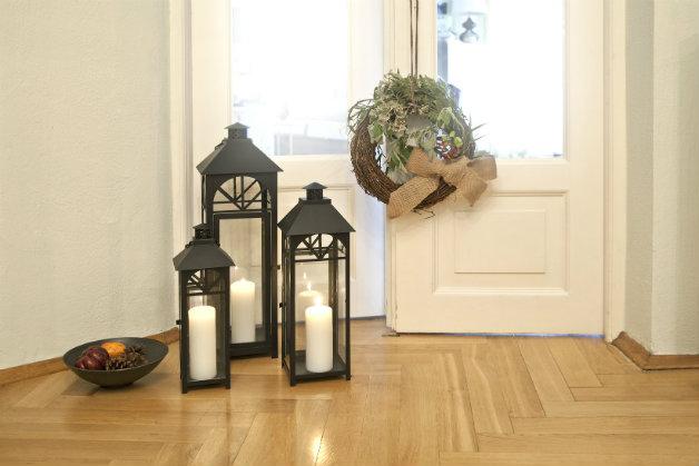Lanterne Da Giardino A Muro : Lanterna nera: un angolo di luce e romanticismo dalani e ora westwing